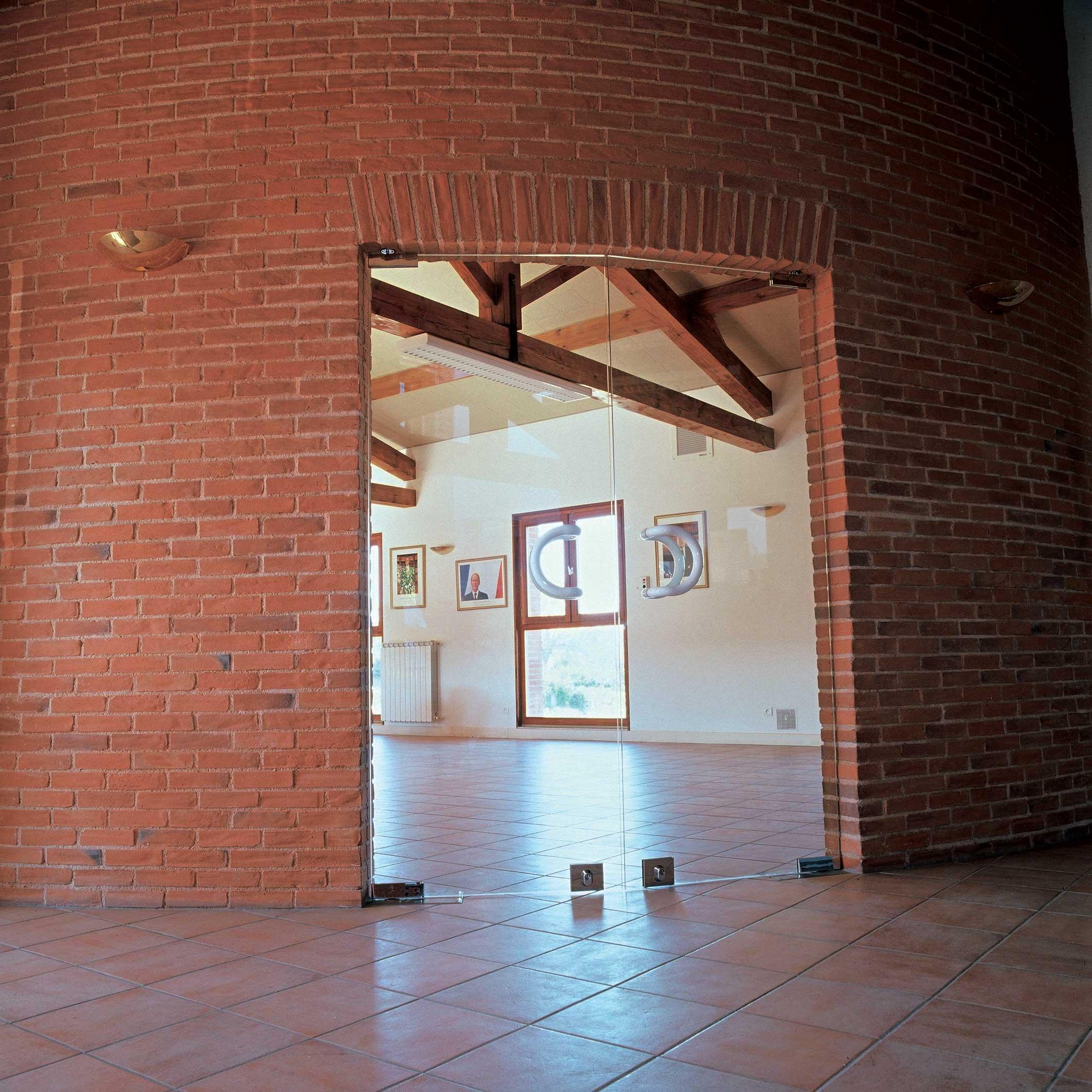 produits-parements-briqueterie-briques-nagen-saint-marcel-paulel-pratmarty-version-restauration-arrondie-salle-portes-fenetres-portrait-03-45