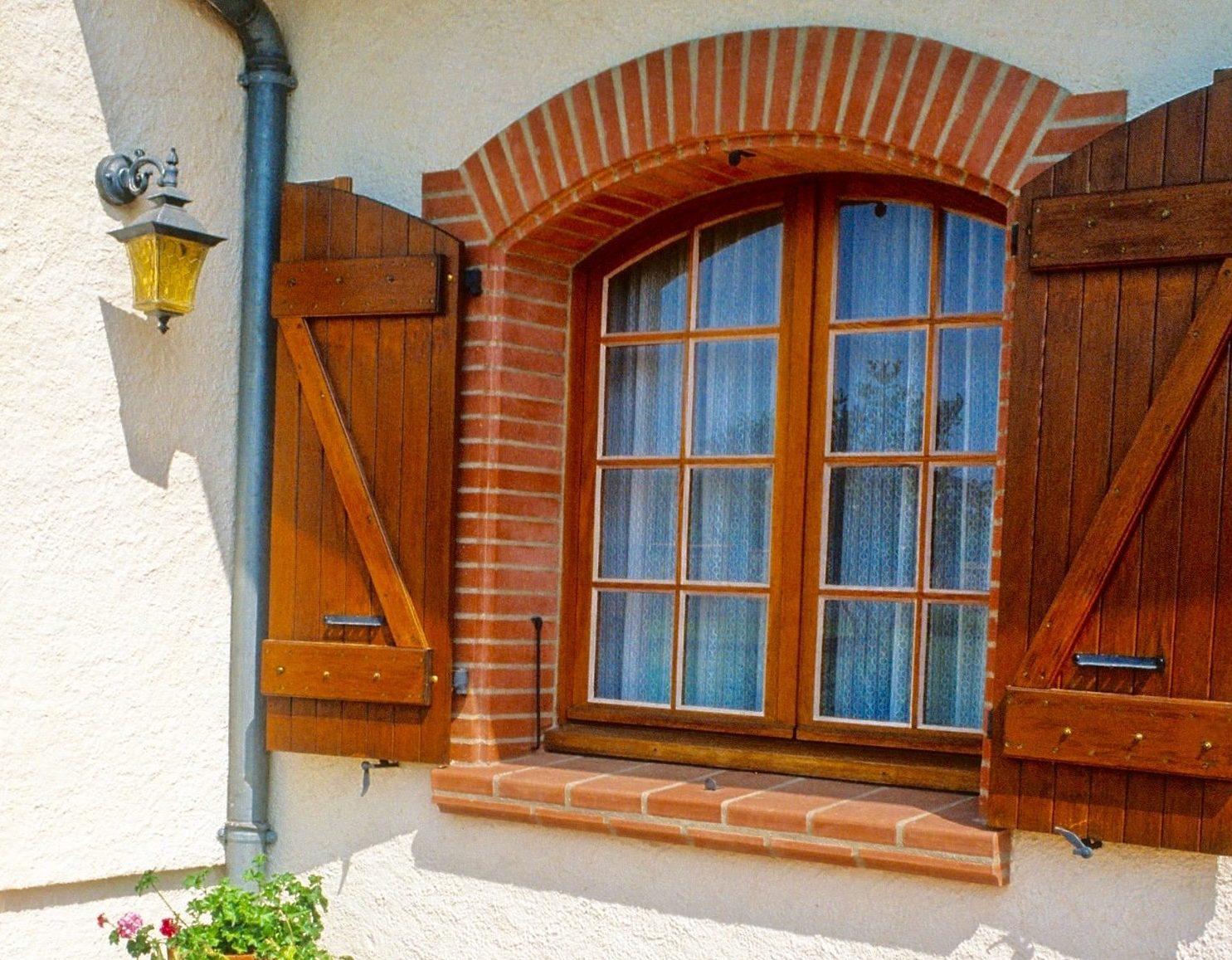 produits-parements-encadrements-portes-fenetres-appuie-de-baie-brique-nagen-artisanat
