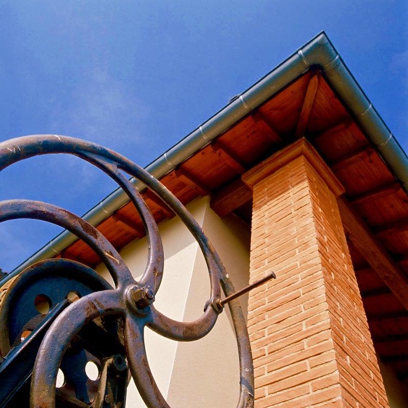 produit-amenagement-piliers-brique-nagen-roue-fer-angle-toit-artisanat